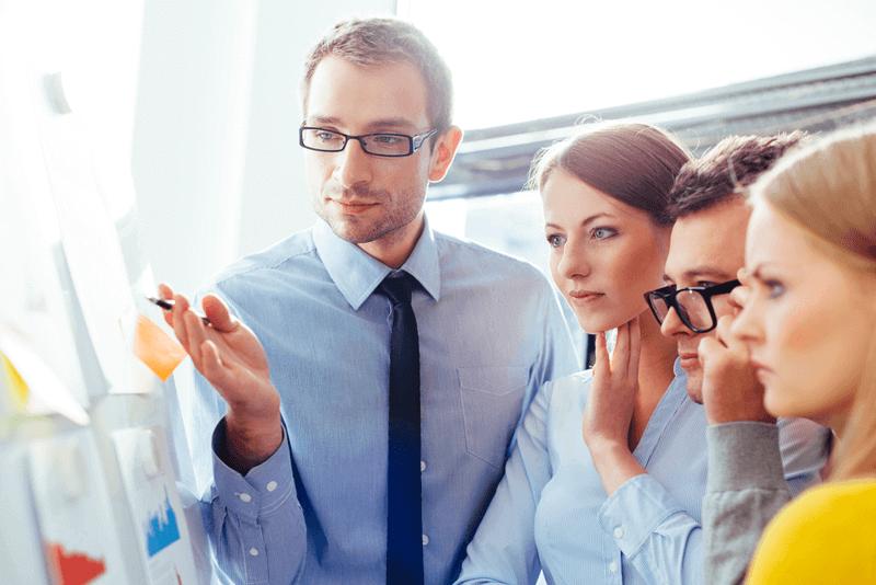 6 passos de como gerenciar pessoas à distância
